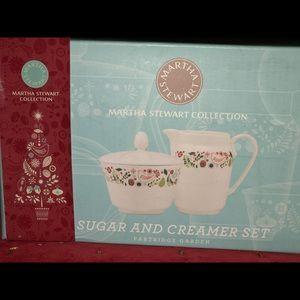 Martha Stewart cream and sugar set